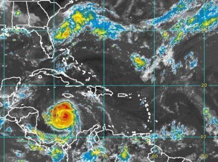 01_4125993337-evacuations-au-honduras-et-au-nicaragua-l-approche-de-l.jpg