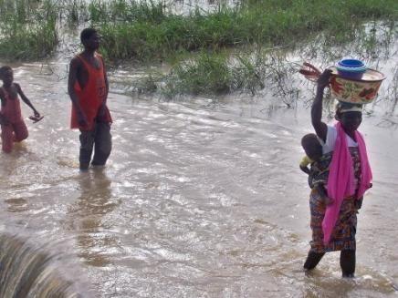 1270812135-inondations-en-afrique-1-5-million-de-personnes-affectees.jpg