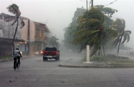 2299209617-apres-de-gros-degats-au-nicaragua-felix-menace-la-capitale.jpg