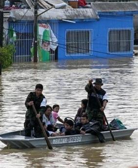 2640243915-mexique-evacuations-massives-dans-le-sud-recouvert-par-les-eaux.jpg
