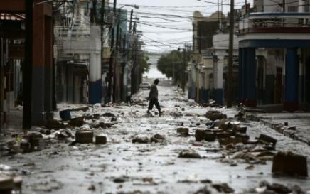 2892330198-l-ouragan-dean-frappe-la-jamaique.jpg