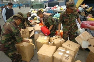 3343821628-peruvian-soldiers-organize-boxes-of-aid-to-be-sent-to.jpg
