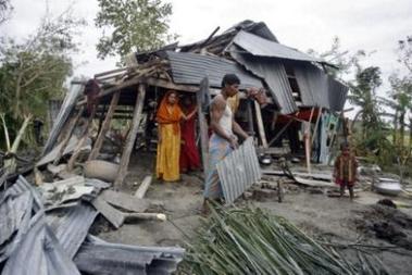 4132316855-le-bangladesh-frappe-par-un-cyclone-meurtrier.jpg