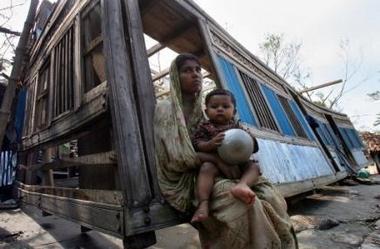 572504848-le-cyclone-au-bangladesh-a-fait-des-milliers-de-morts.jpg