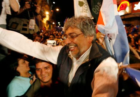 Fernando Lugo célèbre sa victoire à Asunción (Jorge Adorno/Reuters). 2008
