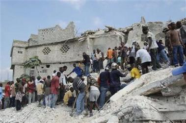 1945673313-effondrement-d-une-ecole-en-haiti