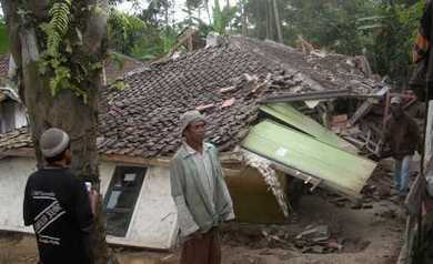 2009-09-02T143552Z_01_JAK19_RTRIDSP_2_INDONESIA-QUAKE_articleimage