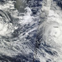 Cyclones sur le Pacifique Sud : Tomas et Ului (15 mars 2010)