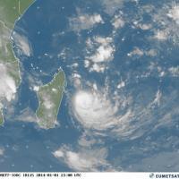 Cyclone Bejisa : alerte orange sur l'île de la Réunion ... Situation et prévention 22h00 UTC