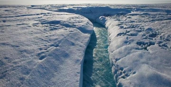 Groenland : Capture d'écran rivière filmée par un drone - Source NewYork Times