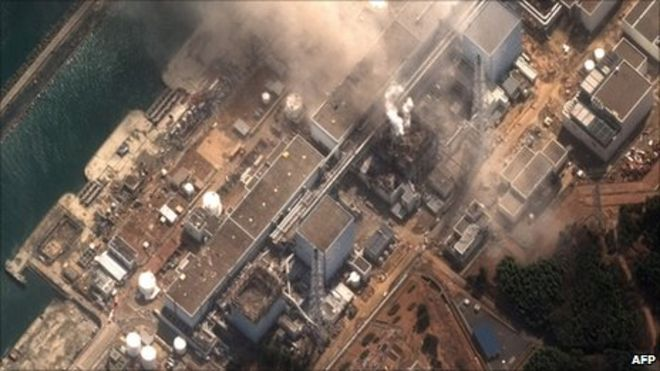 A satellite photo of the Fukushima Daiichi plant showed the damage done to reactors 1 and 3 - Source bbC News - 14 mars 2011