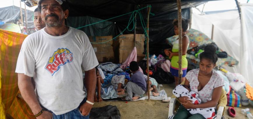 Pluies sur le Manabi vendredi. Ici à Jama les habitants ont fui de la ville pour se réfugier sous des tentes installées pour les accueillir. - Photo : Rodolfo Párraga/El Telégrafo