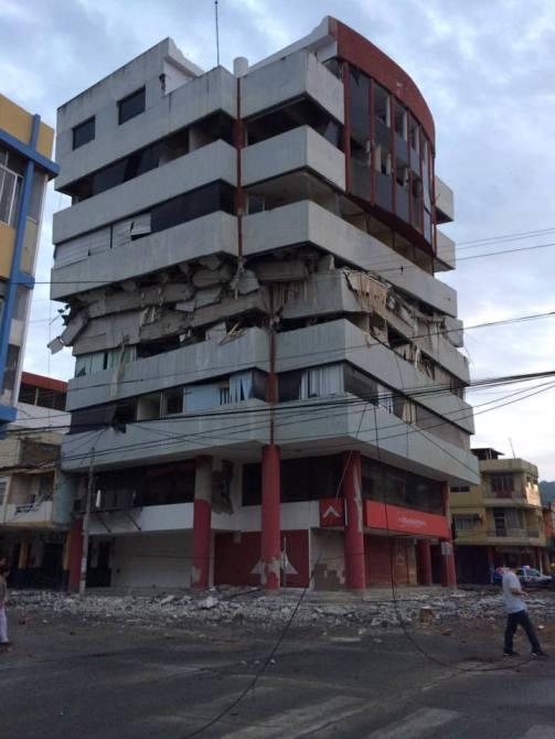 Immeuble de Portoviejo après le séisme du 16 avril 2016 - Photo blog Mario Vasconez