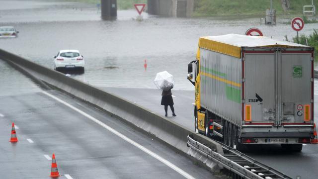 Autoroute A10 coupée dans le Loiret à la hauteur d'Orléans-Saran - Photo AFP