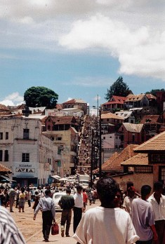 Masagascar, Tananarive, Anakely - Photo Marie-Sophie Bock-Digne (Planète Vivante) 1998