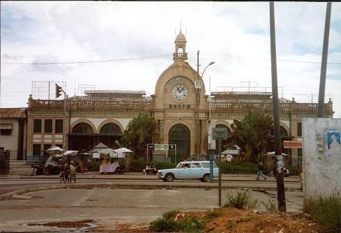 Masagascar, Tananarive, Centre-ville - Gare - Photo Marie-Sophie Bock-Digne (Planète Vivante) 1998