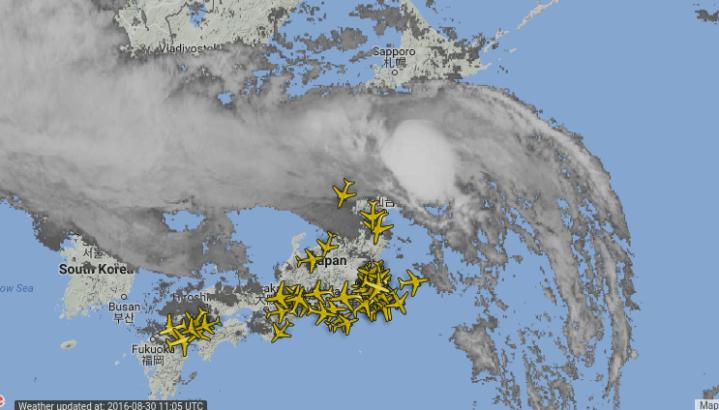 Radar trafic aérien - Airlive - à l'arrivée du typhon Lionrock sur l'île