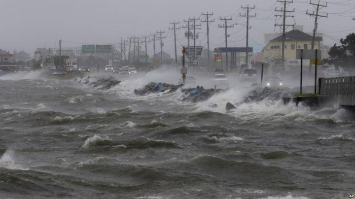 La tempête tropicale Hermine passe sur les Outers Banks en Caroline du Nord provoquant une onde de tempête le samedi 3 septembre 2016