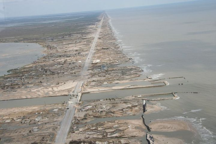 Damage caused by Hurricane Ike in the Bolivar Peninsula, Texas -16 September 2008 - Source : NOAA, (National Weather Service) Public domain