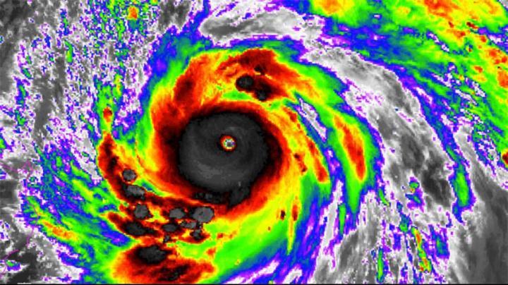 Image satellite infrarouge du satellite japonais Himiwari-8 - typhon Meranti à 1500 UTC - Lundi, 12 Septembre 2016 - Crédit image: NOAA / NESDIS
