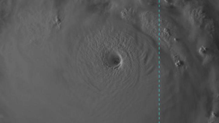 Image visible du typhon Meranti, capturée par le satellite japonais Himawari-8 - (oeil de 15 km de diamètre)