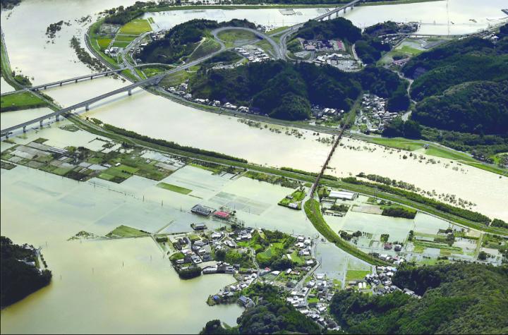 Inondations dans la ville de Nebeoka (Kyushu) - Photo KYODO