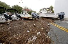Débris et bâteaux dispersé sur une route après le passage d'Hermine, 01/02/2016 - Photo AP