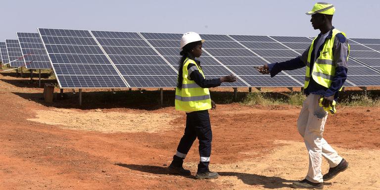 Lors de l'inauguration de la nouvelle centrale solaire sénégalaise, à Bokhol, en octobre 2016. CRÉDITS : SEYLLOU/AFP