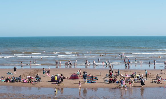 Water at England's beaches is cleanest on record - the Guardian - Dawlish Warren, a blue flag beach in south Devon, England. The money spent on avoiding pollution is thought to have contributed to a significant rise in people choosing to holiday at British beaches in 2016. Photograph: James D. Morgan/Getty Images