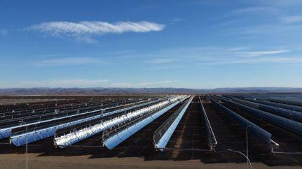 Noor 1, inaugurée en février 2015, c'est 1,5 millions de mètres carré de miroirs au pied du Haut-Atlas Marocain © Radio France / Sandy Dauphin (France Inter