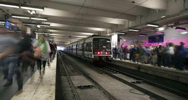 Selon les premières indications des études menées par Airparif depuis septembre, les gares de RER présentent des taux élevés de particules fines. - AFP